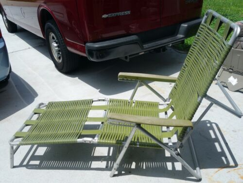 Mid century modern folding aluminum outdoor strap lounge chair green