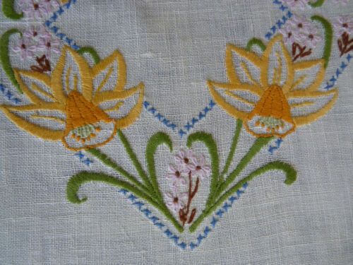 DAINTY DAFFODILS Vintage Heavily Hand Embroidered Duchess / Dressing Table Set