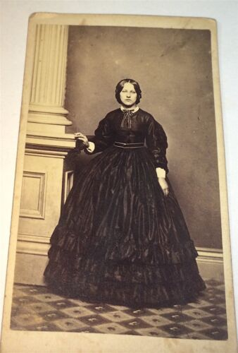 Antique Stunningly Gorgeous American Civil War Victorian Fashion Lady CDV Photo!