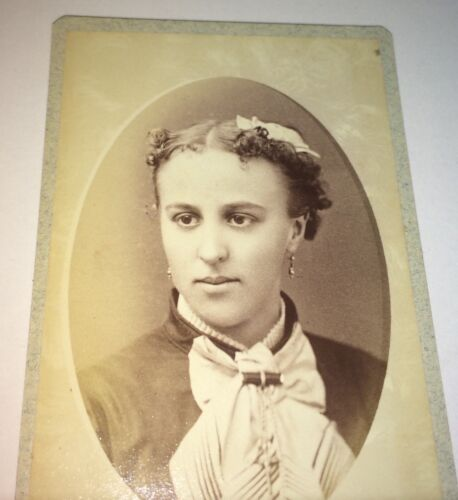 Antique Victorian American Beauty! Lovely Fashion Dress Lady! MA CDV Photo! US!