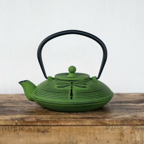 Cast iron teapot, dragonfly design, 770ml
