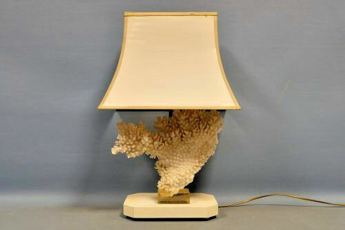 Modernist regency 1970 Table lamp stonecoral manner willy daro