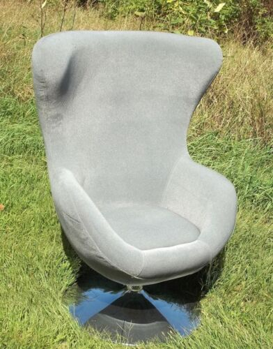MID CENTURY MODERN STYLE SWIVEL CHROME BASE WINGBACK  EGG CHAI3