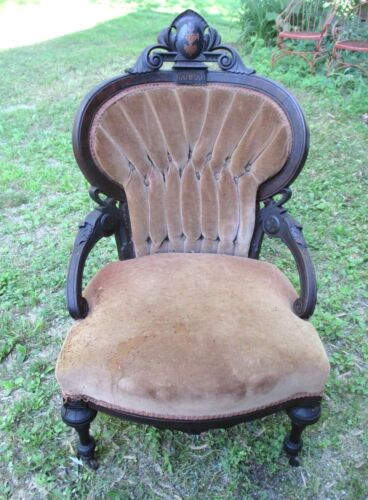ANTIQUE 19th CENTURY VICTORIAN CARVED WALNUT CHAIR WITH INLAID URN CREST