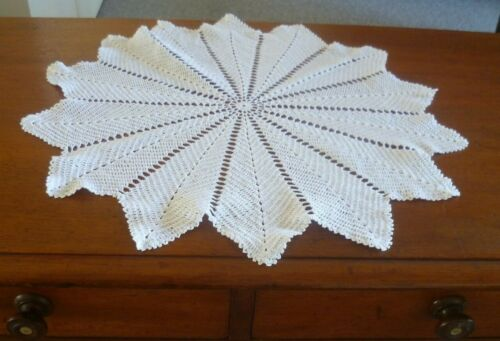VINTAGE WHITE HAND CROCHETED  ROUND LARGE DOILEY/ TABLE CENTRE 48 cms