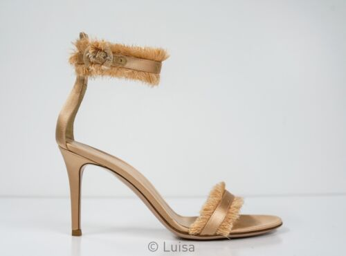 New in Box Gianvito Rossi Women/'s Black Feather Sandal Ginger G31029