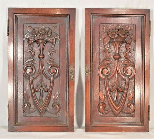 ANTIQUE PAIR OF VICTORIAN CLASSICAL CARVED OAK CUPBOARD DOORS