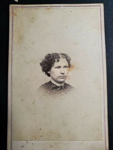 Unidentified Woman w/ curly hair; Photo by Mills, Peoria, IL (4173)