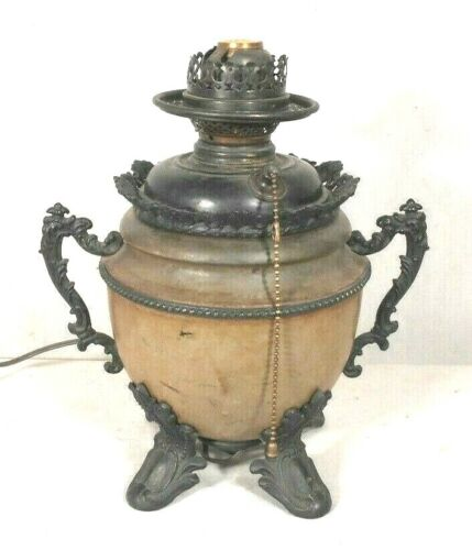 ANTIQUE VICTORIAN PAINTED TOLE LAMP WITH LARGE BRONZED FEET AND HANDLES