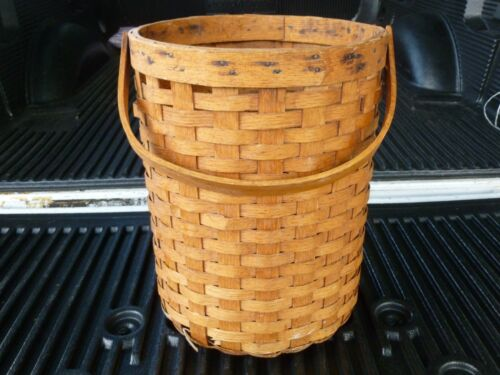 19TH CENTURY AMERICAN  TALL ROUND WOVEN SPLINT BASKET WITH HANDLE