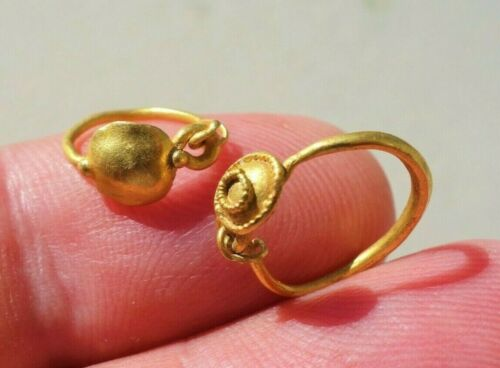 Ancient lot of Gold late Roman Ear pendants 9th - 10th Century A.D.