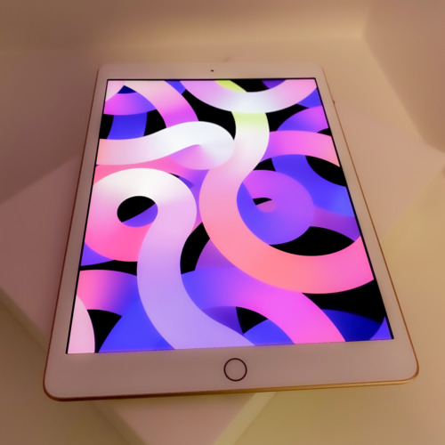 iPad 128GB with Apple Pencil (Excellent Condition)