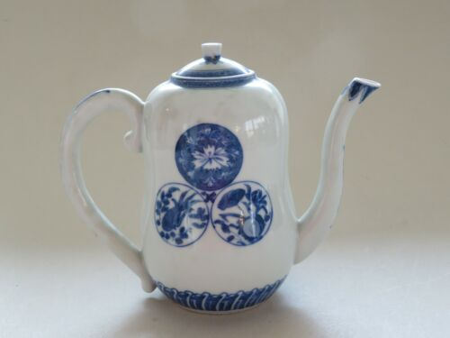 ANTIQUE SIGNED JAPANESE HIRADO? BLUE & WHITE TEAPOT WITH MON MEIJI -- NO RESERVE