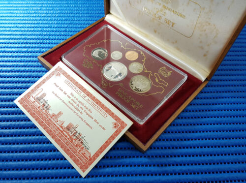 1982 Singapore Proof Coin Set Uncirculated ( $1 Lion Silver Proof Coin )