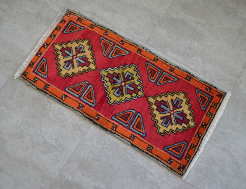 """Vintage Distressed Small Area Rug Hand Knotted Oushak Rugs Yastik -1'7""""x3'1'"""