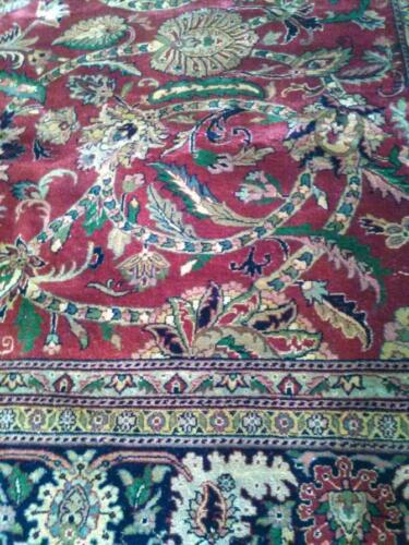 An Enchanting 6' SQUARE Lustrous Hand Knotted Fine Dense Wool Rug 6'x6'