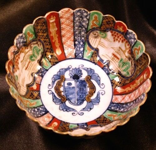 Meiji IMARI Arita Fluted Bowl Armorial Crest Coat of Arms