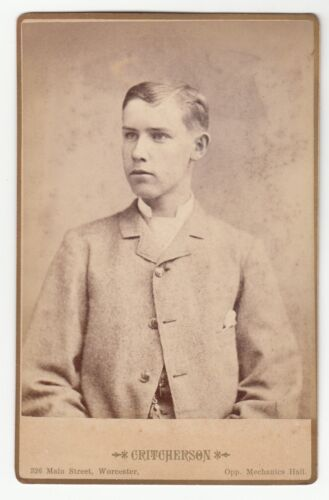 [62116] 1880's CABINET PHOTO OF YOUNG MAN (CRITCHERSON WORCESTER, MASSACHUSETTS)