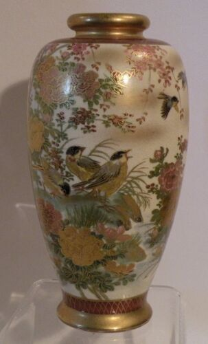 """L15 OLD FINE JAPANESE SATSUMA pottery  6"""" high HAND PAINTED VASE, signed"""