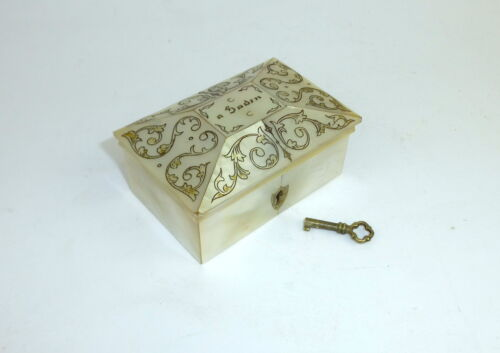 Small unusual Mother of pearl Tin France 19 Jh Baden Baden