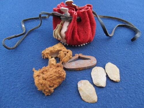 OLD PRIMITIVE FLINT AND STEEL ANTIQUE FIRE MAKING KIT PORTATABLE LEATHER POUCH