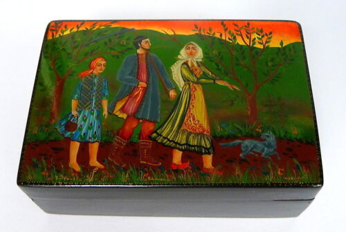 Lacquer Box with Pendant Brooch Papermache Can Russia