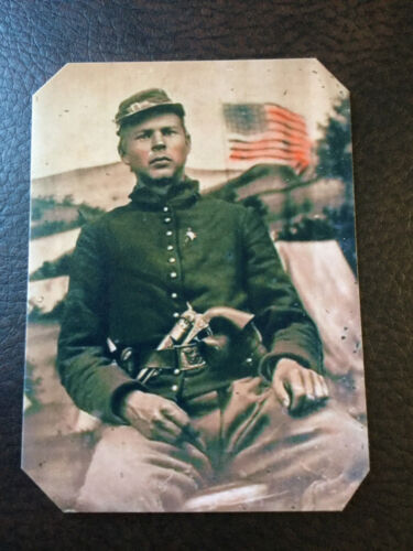 civil war soldier With Colt 1860 4 Screws Pistol 44 cal And Flag tintype C948RP