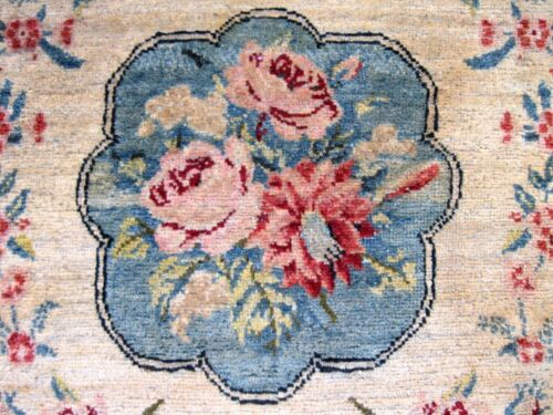 1900 ANTIQUE   SMALL RUG WITH GREAT COLORS EXCEPTIONAL   ROSES GOOD PILE