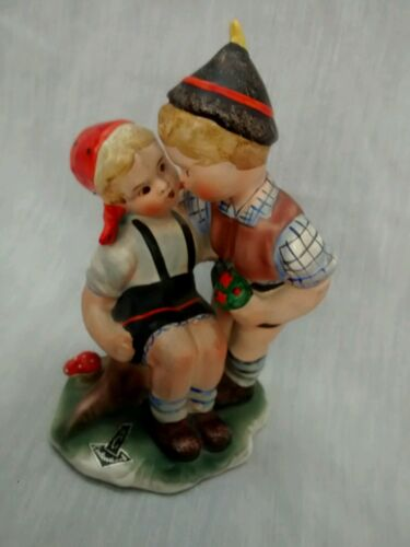 Nice vintage Corlendorf Germany boy and  girl figurine