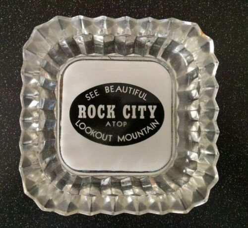 VINTAGE ROCK CITY LOOKOUT MOUTAIN TENNESSEE GORGEOUS CRYSTAL GLASS ASHTRAY