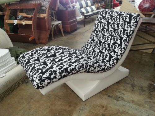 WILD 70'S PSYCHEDELIC BUTTERFLY CHAISE LOUNGE WITH ELECTRIC MOTOR