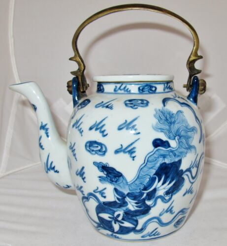 """Antique ? Chinese Blue & White Porcelain Teapot w/ Foo Dogs & 4 Marks (7"""" tall)"""