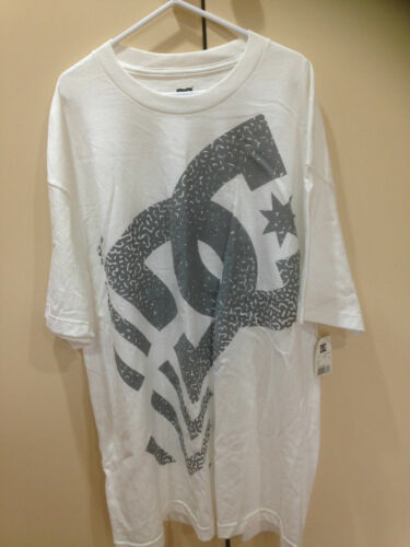 ADULT/MENS DC DARNEY SHORT SLEEVE TEE SHIRT WITH GREY DC LOGO ON FRONT (130)