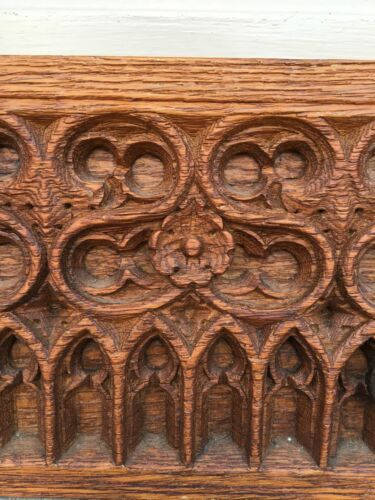 Gothic carved Fragment in oak / Wood