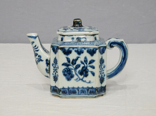 Chinese  Blue and White Porcelain Teapot  With  Mark     M1442