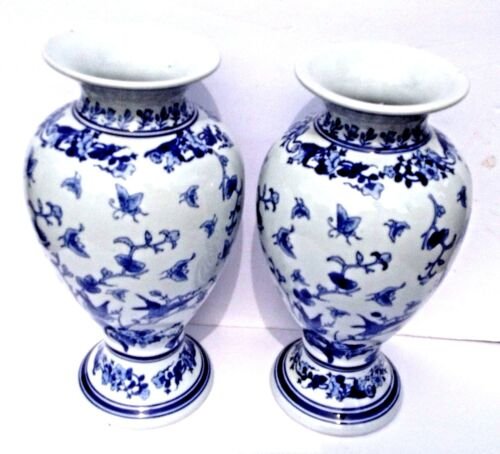Chinese One pair blue and white Porcelain Vases Painted flower Bird Butterfly