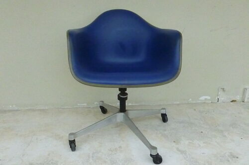 NICE VINTAGE 60'S / 70'S CHARLES AND RAY EAMES  SHELL OFFICE CHAIR