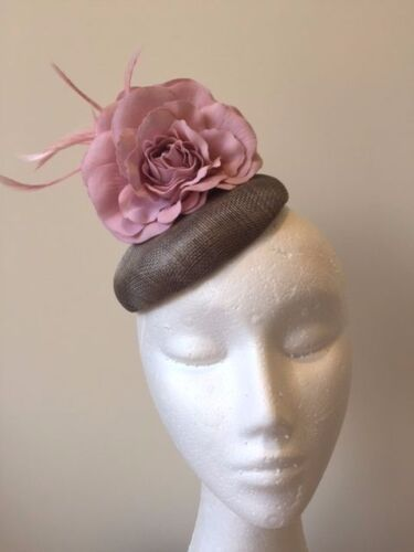 Grey fascinator with 2 pink flowers and feathers. Stunning on!