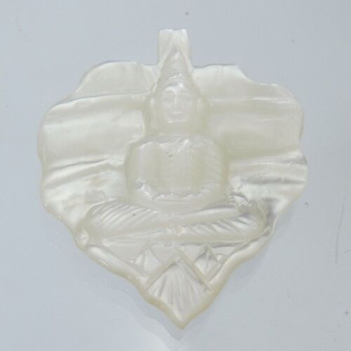 beautiful new Buddha enlightenmen status amulet  pearl shell handy carved 100%