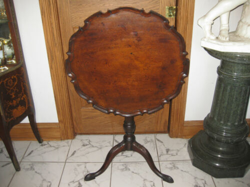 EARLY 19th cent.TILT TOP PIE CRUST TABLE ca.. 1840