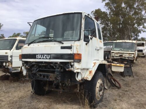 ISUZU FVR FRR FSR WRECKING WRECKING WRECKING LISTING FOR CAB IN PICS 4 and 5