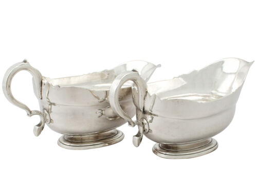 Georgian Pair of Newcastle Sterling Silver Sauceboats by Isaac Cookson, 1730s