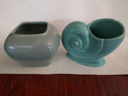 2 Vintage ART DECO POTTERY PLANTERS POTS SEASHELL SNAIL SHELL GRAY TURQUOISE USA