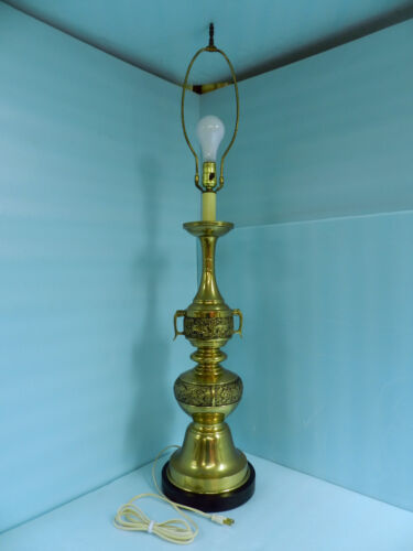 GORGEOUS LARGE BRASS FINISH HEAVY METAL 3 WAY LAMP **VERY NICE!**
