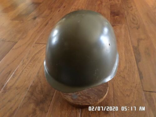 ORIGINAL CZECH MILITARY HELMET AND LINER WITH CHIN STRAP.Hats & Helmets - 36076
