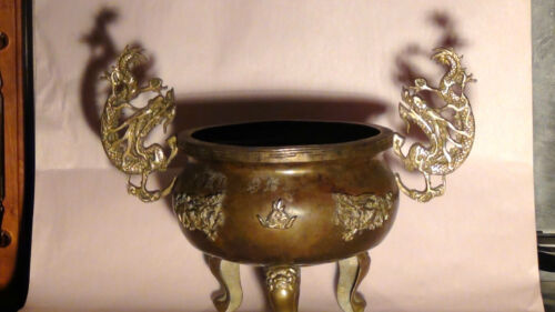 ANTIQUE CHINESE BRASS TRIPOD CENSER WITH A DRAGON HANDLES SIGNED