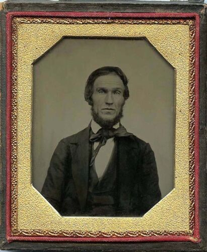 1/6 PLATE AMBROTYPE PHOTO PORTRAIT OF A BEARDED MAN