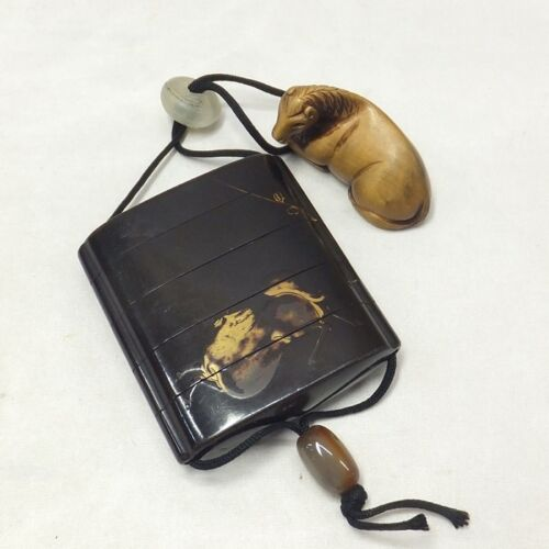D103: REAL Japanese old lacquer ware SAMURAI pillbox INRO with MAKIE, NETSUKE