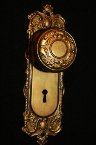 """Yale & Towne """"Holland"""" Brass-Tone DOOR KNOB & BACKPLATE. Antique Hardware"""