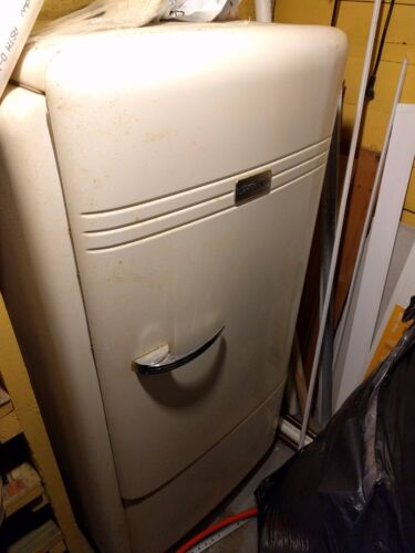Antique 1938 Hotpoint Refrigerator in Working Condition